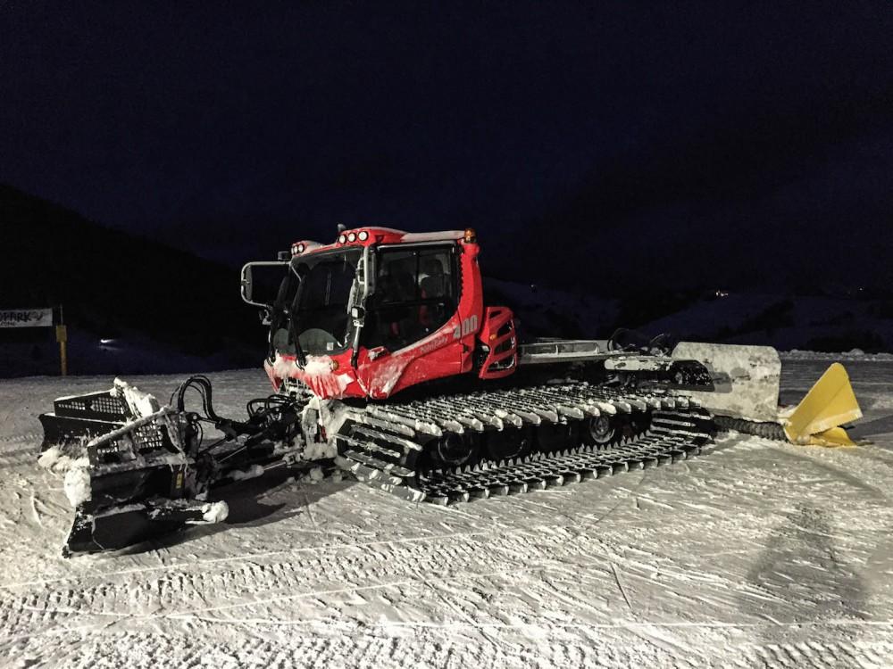Die Schneekatze wartet auf ihren Einsatz