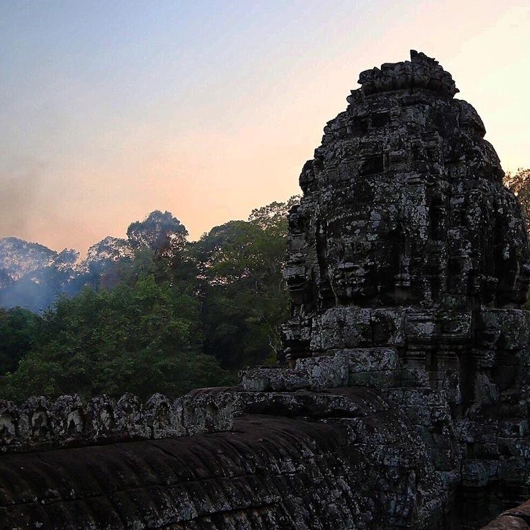 Die lächelnden Gesichter - einer der schönsten Tempel