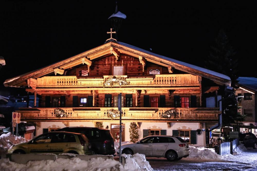 Typische Tiroler Holzfassade