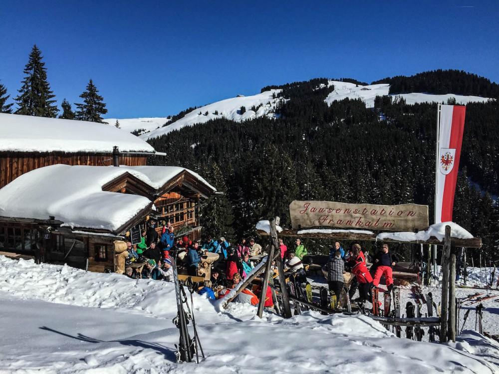 Urige Hütten im ganzen Skigebiet