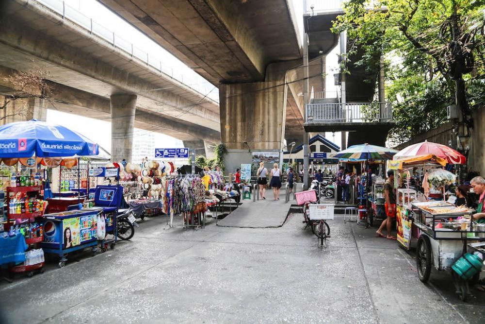 Saphan Taksin Skytrain