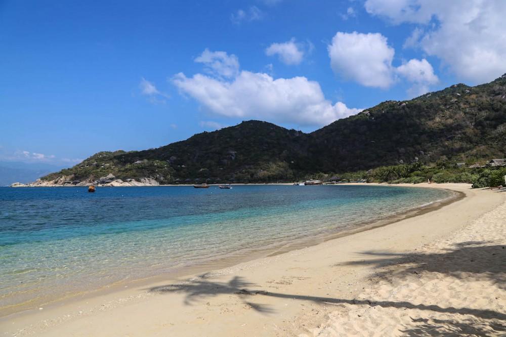 ...mit Blick auf den traumhaften Strand
